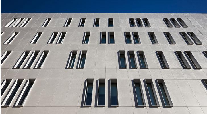 Tres tipos de fachada en el edifico de cajamar en almer a construible - Dekton problemas ...