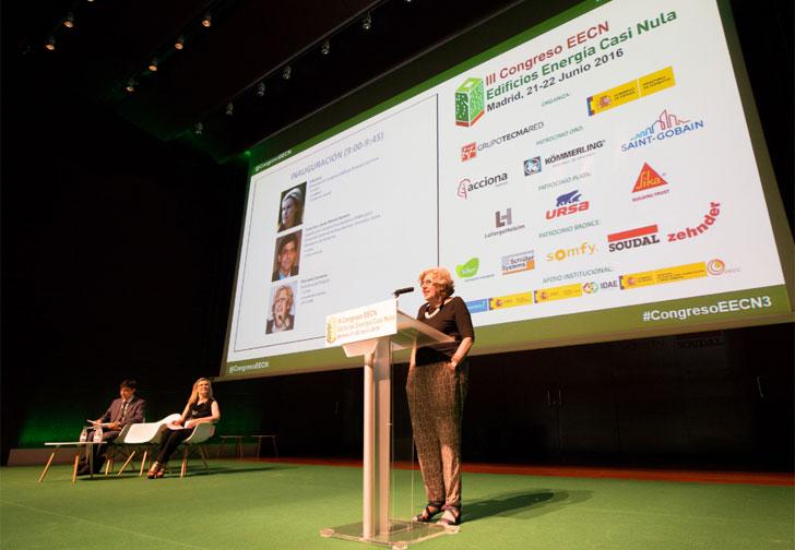 La Alcaldesa de Madrid, Manuela Carmena, durante la apertura del III Congreso Edificios Energía Casi Nula
