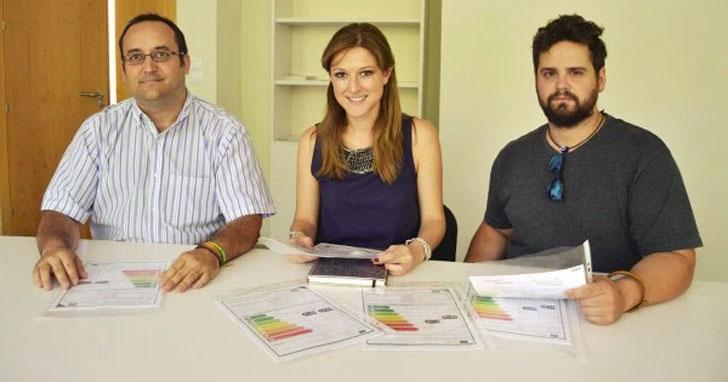 El Ayuntamiento de La Zubia presenta que sus edificios públicos ya cuentan con certificado energético.