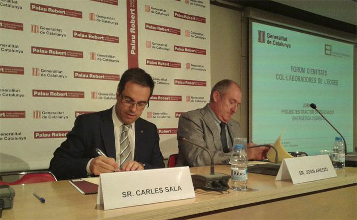 Firma del protocolo par ala renovación energética de edificios catalanes.
