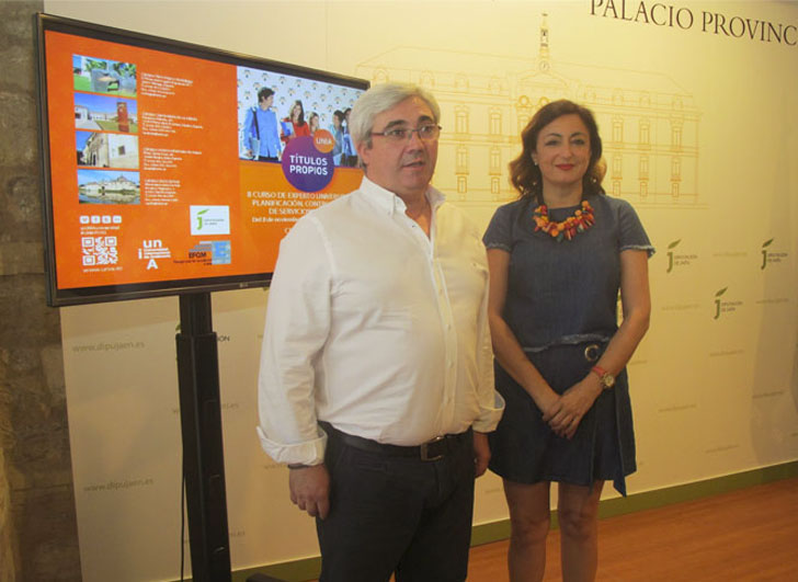 Presentación del Curso Universitario de Gestión de Servicios Municipales.