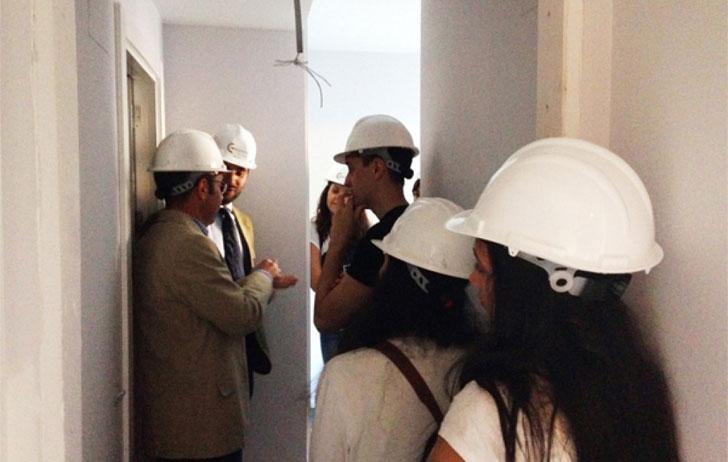 Conspace muestra sus baños industrializados a estudiantes de la UPM.