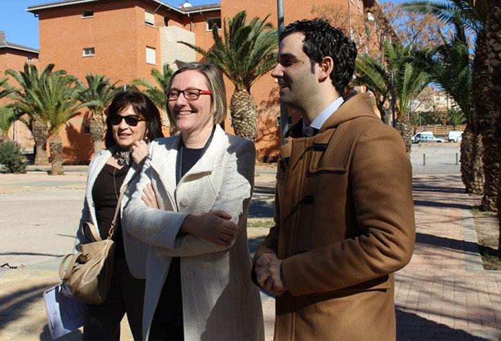 La Consejera de Vivienda de Valencia visita las obras de reviltalización que se están desarrollando en La Coma y los Palmares.