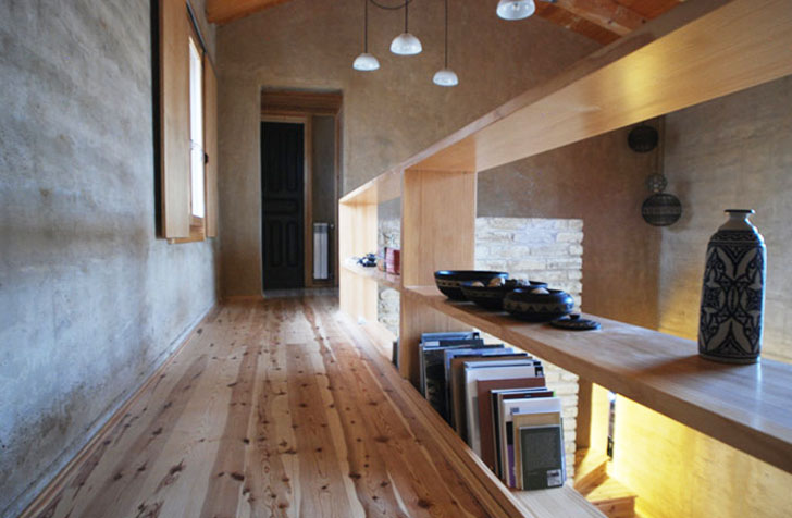 Detalles de bioconstrucción en la casa tapial de Ayerbe.