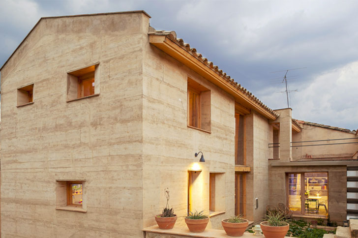Construcci n tradicional y sostenible en los terra award for Paginas de construccion y arquitectura