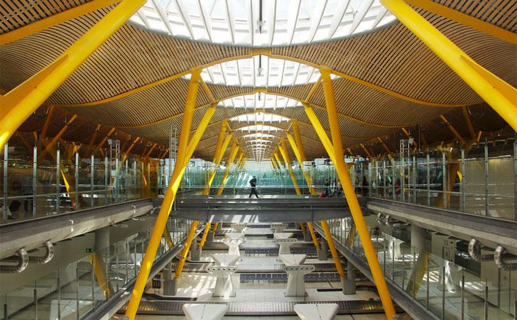 Aeropuerto de Barajas tras renovar su certificación de huella de carbono.