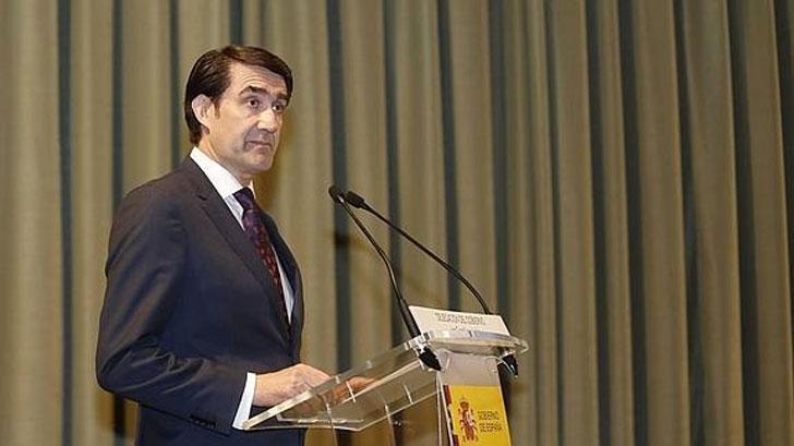 El consejero de Fomento y Medio Ambiente de Castilla y León, Juan Carlos Suárez-Quiñones, firma un acuerdo para rehabilitar 6 viviendas en el medio rural de la provincia de Soria.