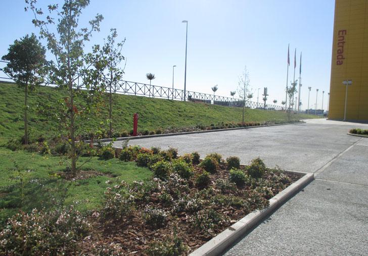 Zonas verdes que rodean a IKEA-Alcorcón.
