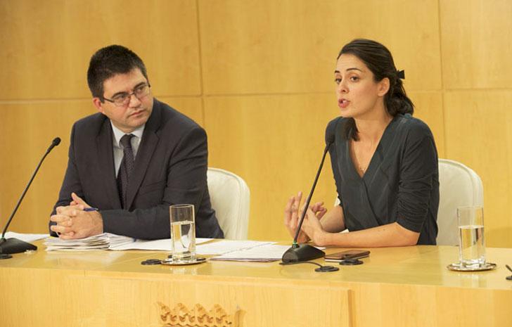 Ayuntamiento de Madrid anuncia sus nuevas medidas fiscales incluyendo la reducción del IBI a viviendas con paneles solares.