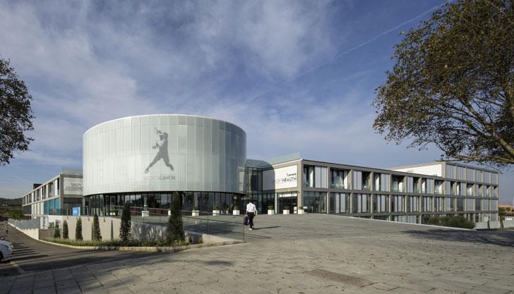 Rafa Nadal Academy by Movistar con materiales Dekton y Silestone.