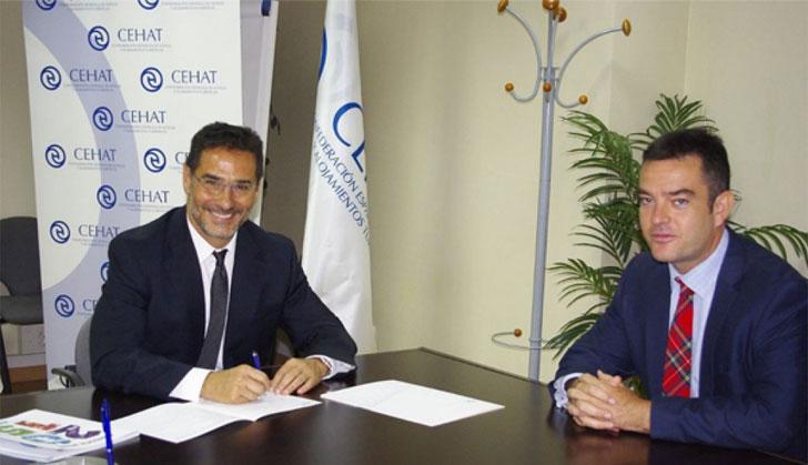 Firma del convenio entre ITH y Vía Célere.