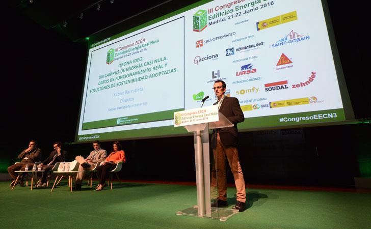 Xabier Barrutieta durante su ponencia enIII Congreso Edificos Energía Casi Nula.