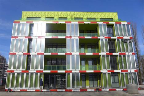 La fachada bio-reactiva de la casa BIQ se ha exhibido por primera vez en la inauguración de la Exposición Internacional de la Construcción en Hamburgo.