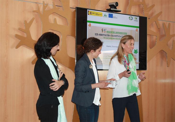 Inauguración de 'Eco-innovación con materiales reciclados'.