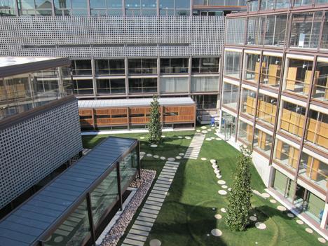 Vista del equipamiento deportivo municipal y futuro Centro de Mayores