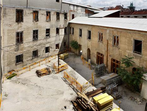 Patio interior antiguas Esculeas Pías de San Antón, antes de la rehabilitación
