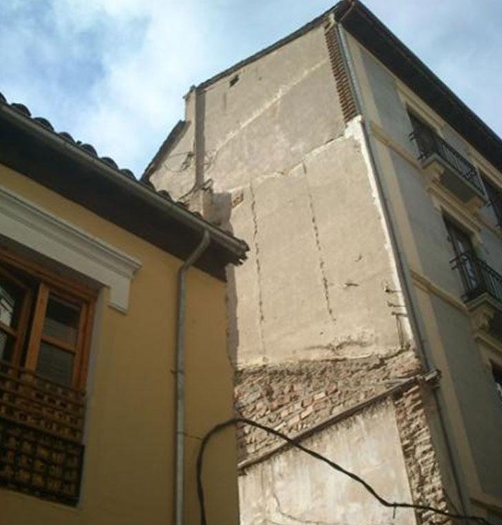 Solar de actuación y edificaciones colindantes