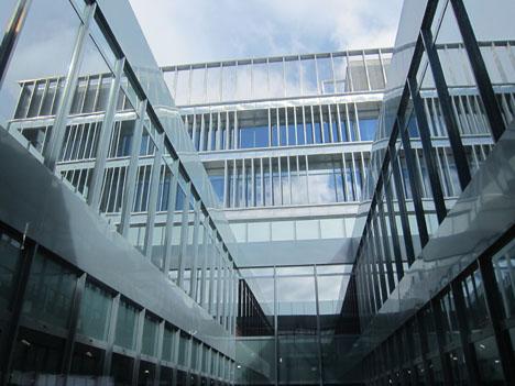 Makro Paseo Imperial, Madrid. Patio interior en las oficinas de la plantas superiores