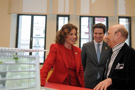 La Alcaldesa de Madrid y Emilio Ambasz durante la presentación del proyecto del MAADU