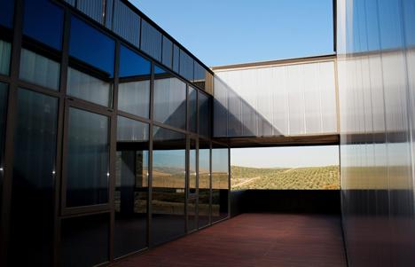 El Centro de interpretación de la cultura del olivo y la sostenibilidad, patios interiores