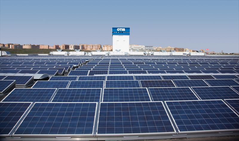Paneles solares en la fábrica de Otis en Leganés.