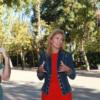 Alcaldesa de Castellón hablando con sus habitantes.