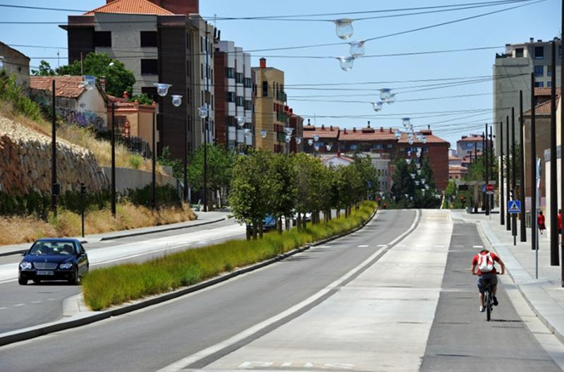 Carril bici, carril bus y sistema de iluminación pública.