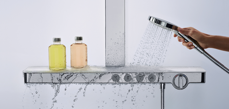 El nuevo termostato de Hansgrohe, ShowerSelect, incorpora una superficie de cristal.