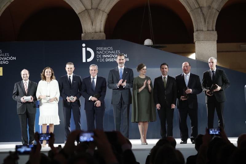 SS.MM. los Reyes han presidido la entrega de los Premios Nacionales de Innovación y de Diseño 2016.