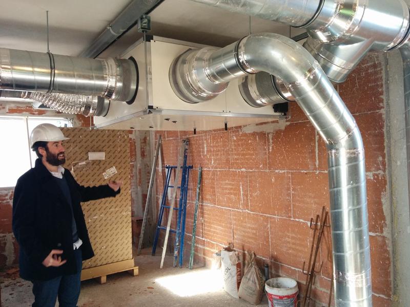 Sistema de ventilación de doble flujo con recuperador de calor.