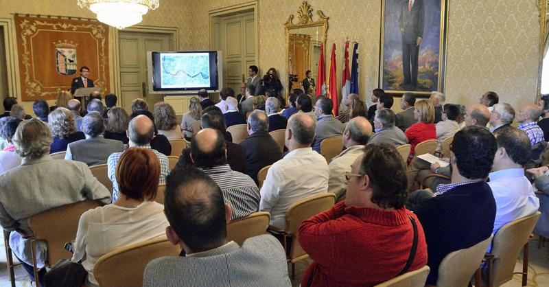 El alcalde de Salamanca informó a asociaciones, empresas y entidades sobre la próxima convocatoria de propuestas para la Estrategia Tormes+.