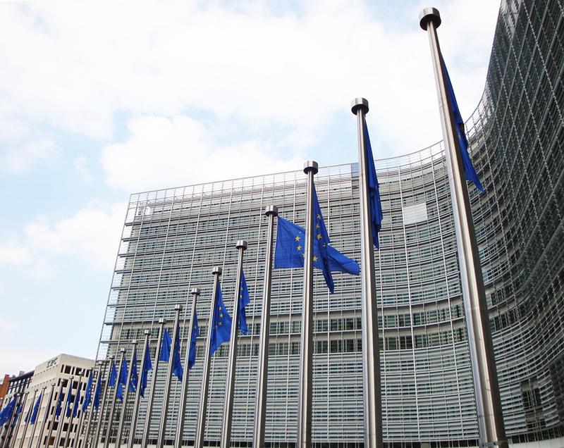 La Comisión Europea ha elaborado una recomendación en la definición de nanomaterial.