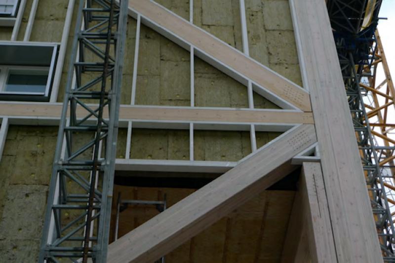 Los elementos de hormigón reducen el movimiento dentro del edificio.