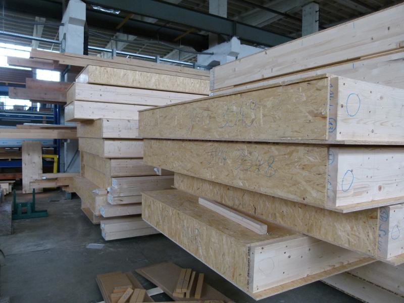 La estructura de la escuela está hecha de vigas de doble T maderables.