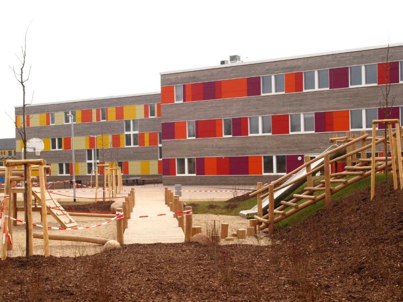 Edificio de Consumo de Energía Casi Nulo para escuela de primaria St. Franziskus.