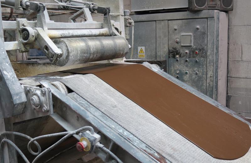 Primer material termoacústico para la construcción creado a partir de residuos industriales del acero.