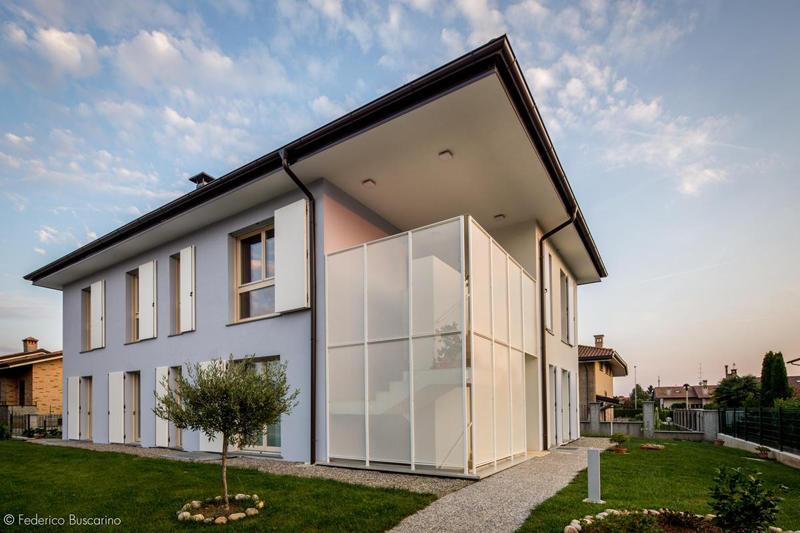 El edificio REZ L2 se encuentra en Italia.