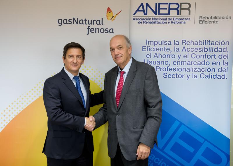 El convenio firmado entre ANERR y Gas Natural Serviciosfacilitará el desarrollo de actuaciones de ahorro y eficiencia energética.