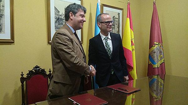 Álvaro Nadal yJesús Vázquez han firmado un documento para impulsar la energía geotérmica en Ourense.