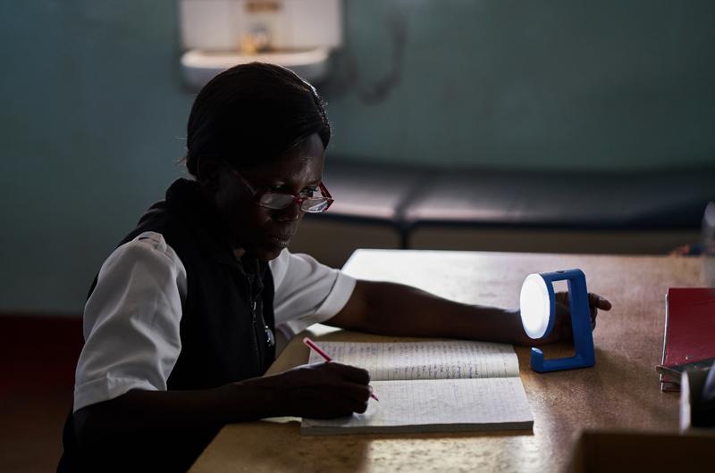 El proyecto VELUX ha sido creado en colaboración con Little Sun y la ONG Plan Internacional.