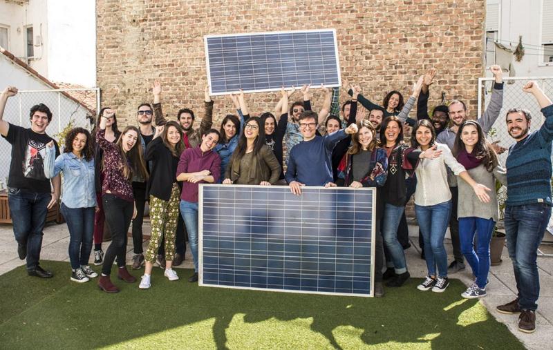 El objetivo de Ecooo es la promoción y la puesta en práctica de un nuevo modelo energético, social y económico basado en la participación, la cooperación y la democracia.