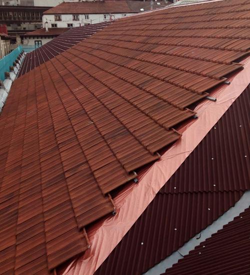 El resultado es el de un tejado de estética tradicional.