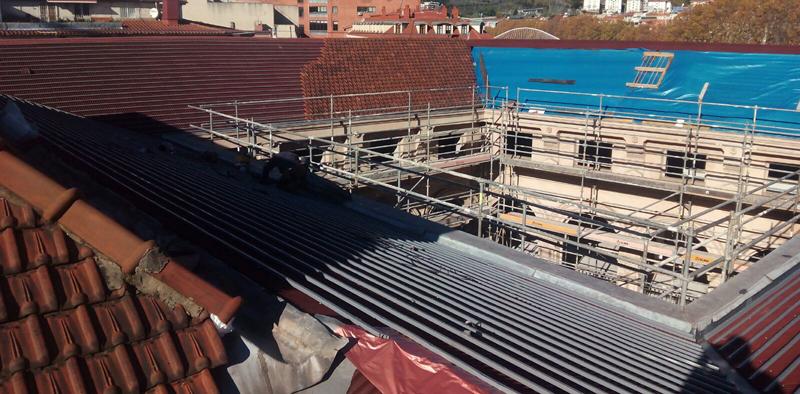 El edificio de Aduanas de Bilbao protegido con el sistema de impermeabilización de tejados Bajo Teja DRS de Onduline.