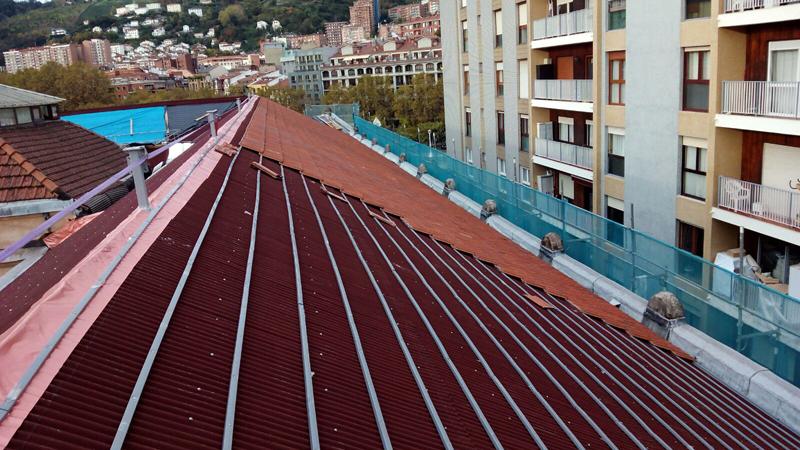 Una vez fijado el sistema Bajo Teja se procede a replantear los listones de PVC.