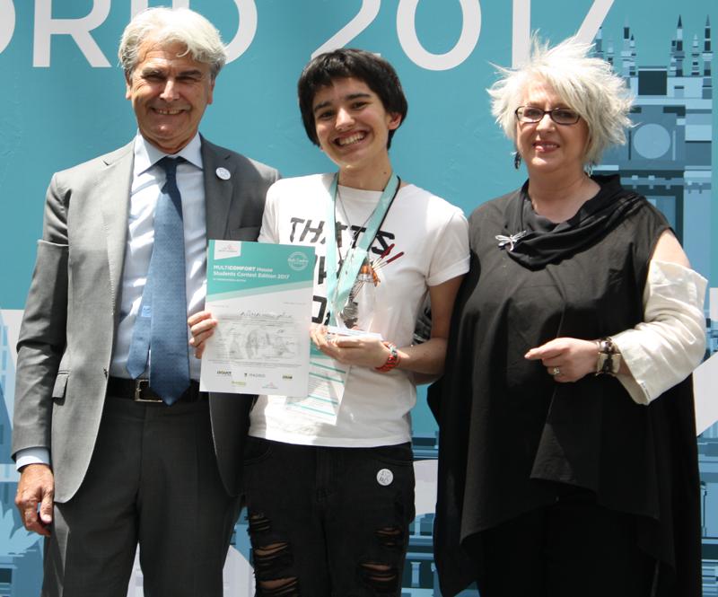Estudiante del segundo premio junto aGianni Scotti yPilar Pereda.