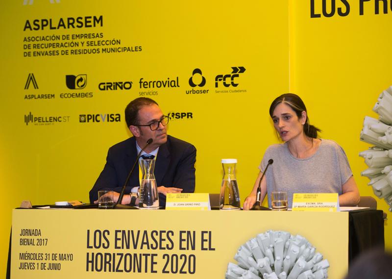 """María García Rodríguez durante la jornada""""Los envases en el horizonte 2020""""."""