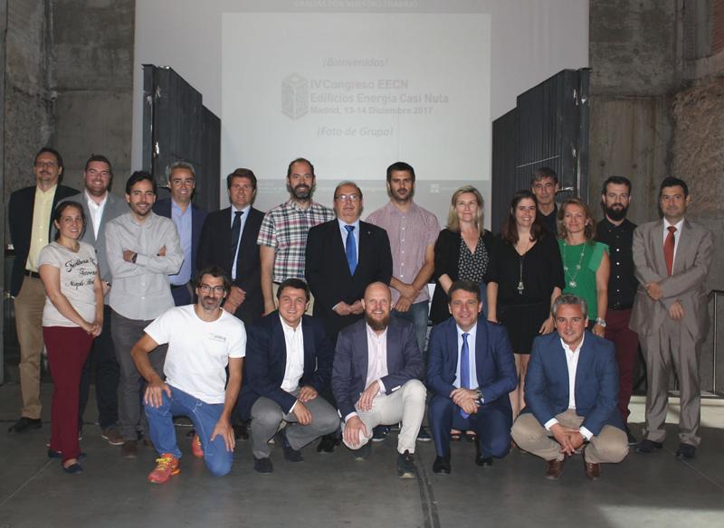 Foto de familia de los participantes en la reunión del primer Comité Técnico del IV Congreso de Edificios de Energía Casi Nula.