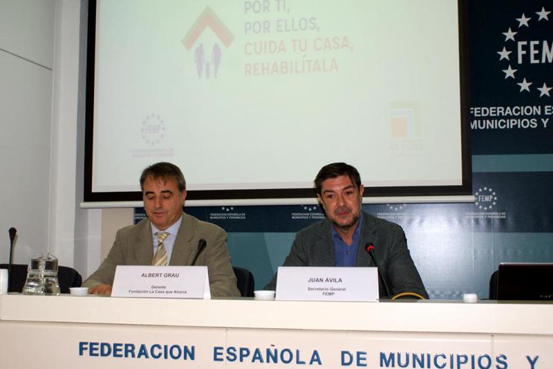 Albert Grau, Gerente La Casa que Ahorra, y Juan Ávila, Secretario General FEMP.