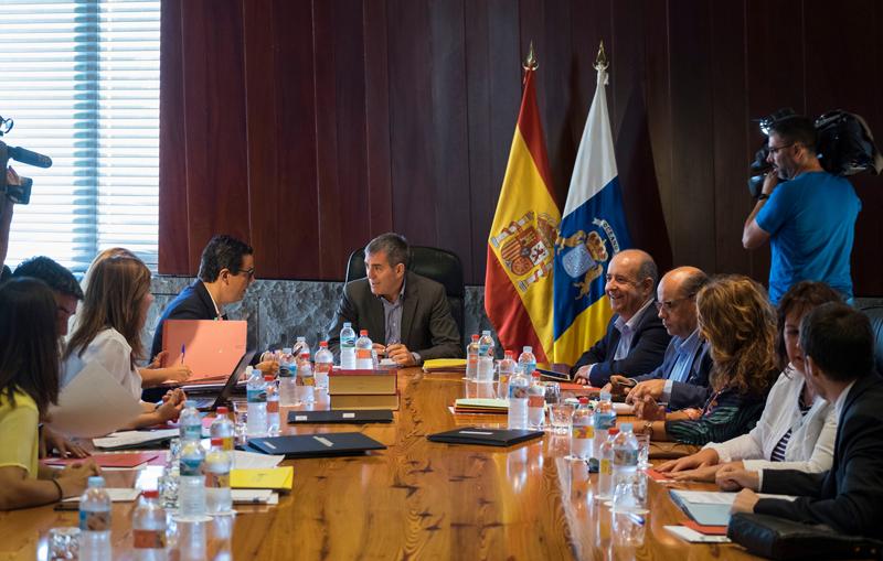 Fernando Clavijo ha presidido la reunión del Consejo de Gobierno, celebrada en Santa Cruz de Tenerife.