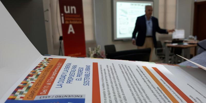 Los principales expertos nacionales de la sostenibilidad energética se han dado cita en Málaga en el curso sobre ciudad y energía organizado por la Fundación Renovables .